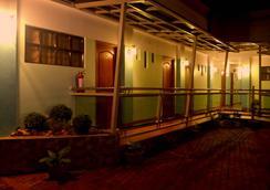 Julieta's Pension House - Puerto Princesa - Pemandangan luar