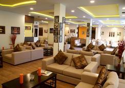 Weekend Hotel Apartments - Muskat - Lobi