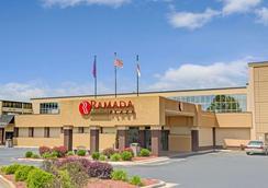 Ramada Plaza Charlotte Airport Hotel and Conferenc - Charlotte - Bangunan