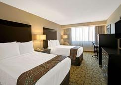 Ramada Plaza Charlotte Airport Hotel and Conferenc - Charlotte - Kamar Tidur