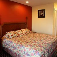 Bay Breeze Inn Guestroom