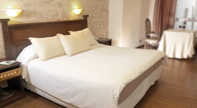 Hotel La Colonia - Cochabamba - Bedroom
