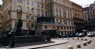 Ambassador Hotel - Wina - Bangunan