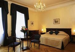 Ambassador Hotel - Wina - Kamar Tidur