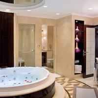 Roda Al Bustan Hotel Jetted Tub