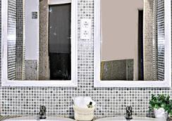 Dulces Dreams Boutique Hostel - Malaga - Kamar Mandi