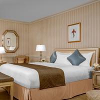 Park Lane Hotel Guestroom