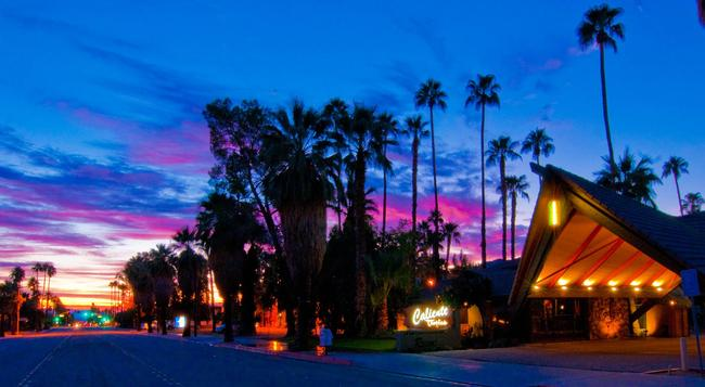 Caliente Tropics Hotel - Palm Springs - Building