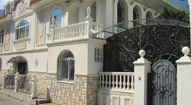 Domashniy Yut - Yalta - Building