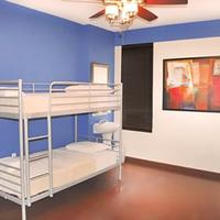 Broadway Hotel and Hostel Guestroom