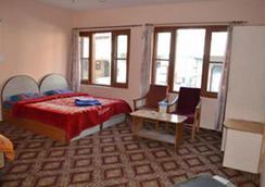 Hotel New Suriya - Srinagar - Kamar Tidur