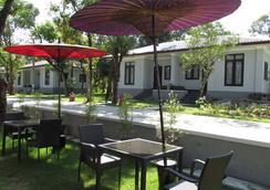 WH Hotel & Service Apartment - Thanlyin - Yangon - Pemandangan luar