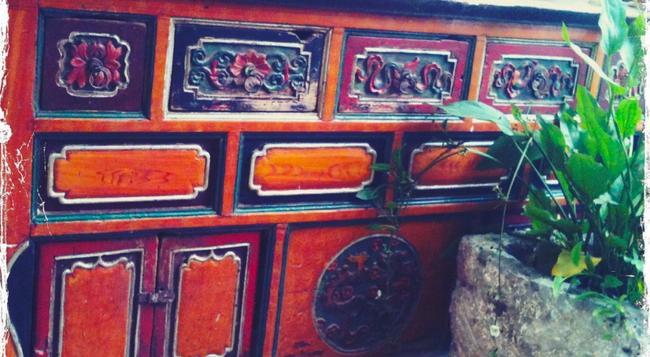 Lost Garden Guesthouse - Kunming - Front desk