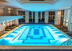 JW Marriott Bucharest Grand Hotel - Bukares - Kolam