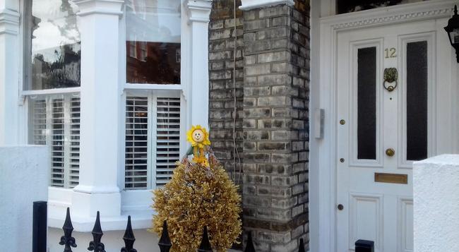Rue Saint Jacques Guest House - London - Building