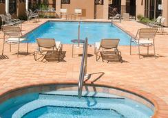 Courtyard by Marriott Pensacola Downtown - Pensacola - Kolam