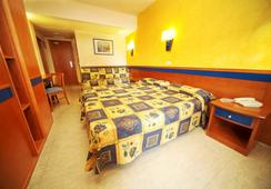 Club Palma Bay Resort - S'Arenal - Kamar Tidur