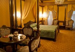 Hotel Casa Capsa - Bukares - Kamar Tidur