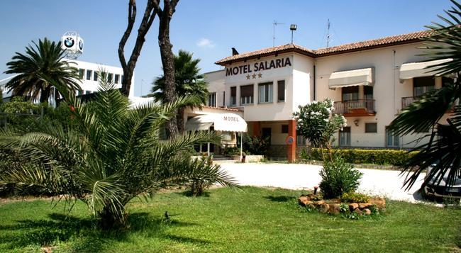 Motel Salaria - Rome - Building