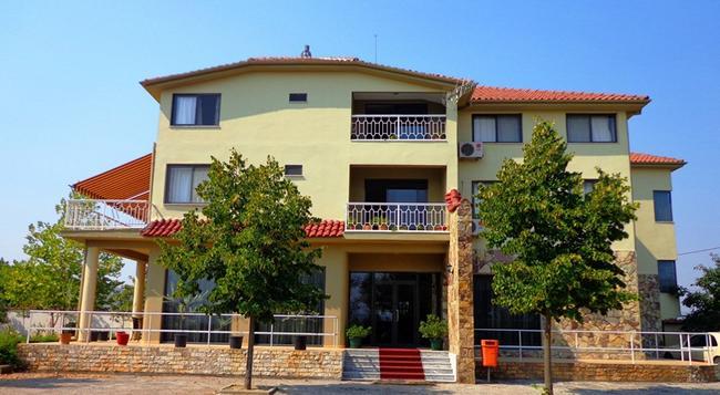 Hotel Viktoria - Tirana - Building