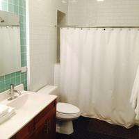 House 5863- Chicago's Premier Bed And Breakfast Bathroom
