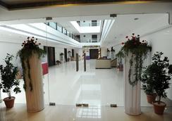 Hotel Midcity - Vijayawada - Lobi