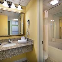 Sea Crest Oceanfront Resort Bathroom