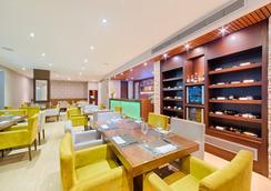 Hotel Arizona Suites - Kukuta - Restoran