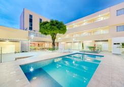 Hotel Arizona Suites - Kukuta - Kolam