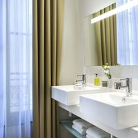 Citadines Opéra Paris Bathroom