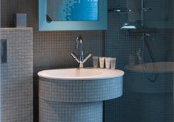 Nell Hotel & Suites, Bw Premier Collection - Paris - Kamar Mandi
