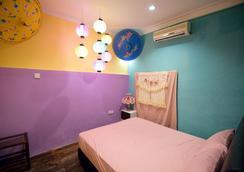 Just Duvet Guesthouse - George Town - Kamar Tidur