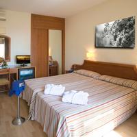 Hotel Adonis Plaza Guestroom