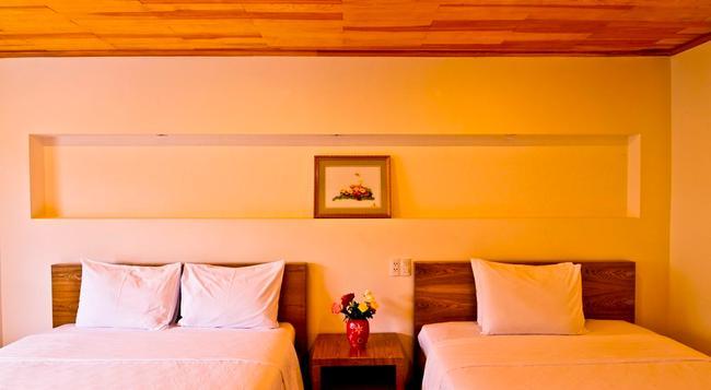 Hoang Loc Villa Hotel - Dalat - Bedroom