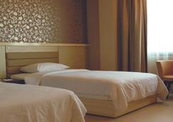 T-more Hotel - Kota Kupang - Kamar Tidur