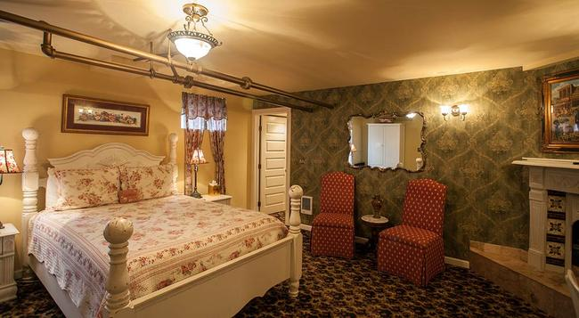 Lion and the Rose Victorian Bed & Breakfast - Portland - Bedroom