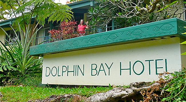 Dolphin Bay Hotel - Hilo - Building