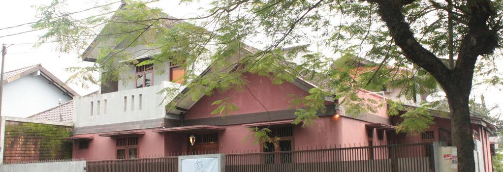 Pulas Inn - Bandung - Building