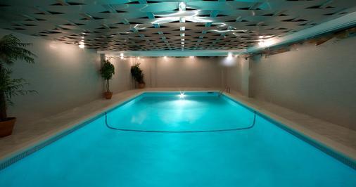 Century Plaza Hotel & Spa - Vancouver - Kolam