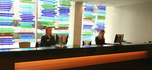 Century Plaza Hotel & Spa - Vancouver - Resepsionis