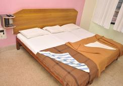 Shivaguru Comforts - Mysore - Kamar Tidur