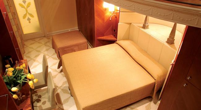 Hotel Opera Roma - Rome - Bedroom