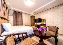 J Dream Hotel - Kota Jeju - Kamar Tidur