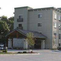Parkwood Inn & Suites Exterior
