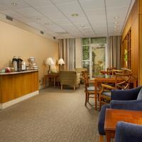 Park Lane Suites & Inn Lobby