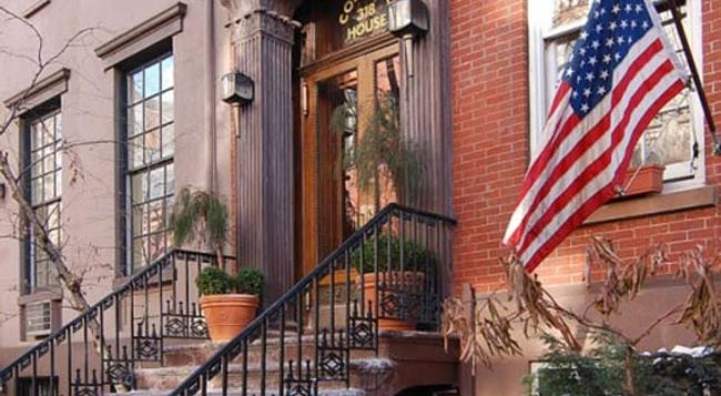 Colonial House Inn - New York - Building