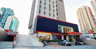 Red Planet Amorsolo - Manila - Bangunan