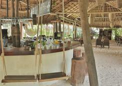 Hotel Cabanas Los Lirios Tulum - Tulum - Bar