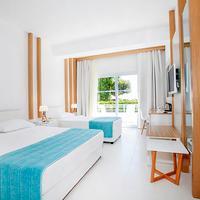 Vera Miramar Resort Guestroom