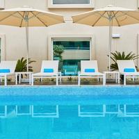 Hilton Garden Inn Dubai Mall Of The Emirates Infinity Pool